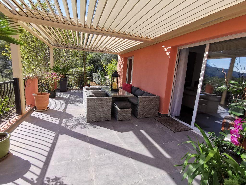 Maison à vendre 6 201.39m2 à Le Revest-les-Eaux vignette-5