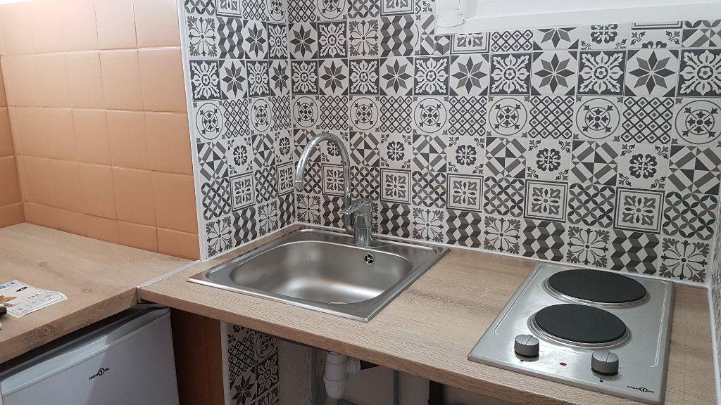 Appartement à louer 2 24.82m2 à Toulon vignette-1
