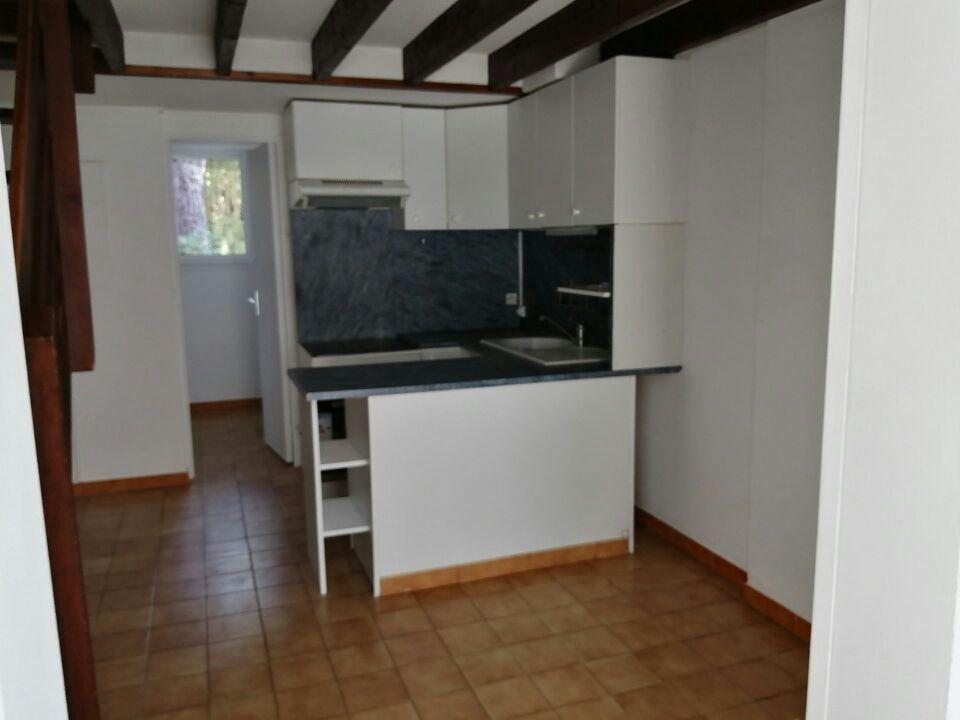 Maison à louer 3 40m2 à Sanary-sur-Mer vignette-2