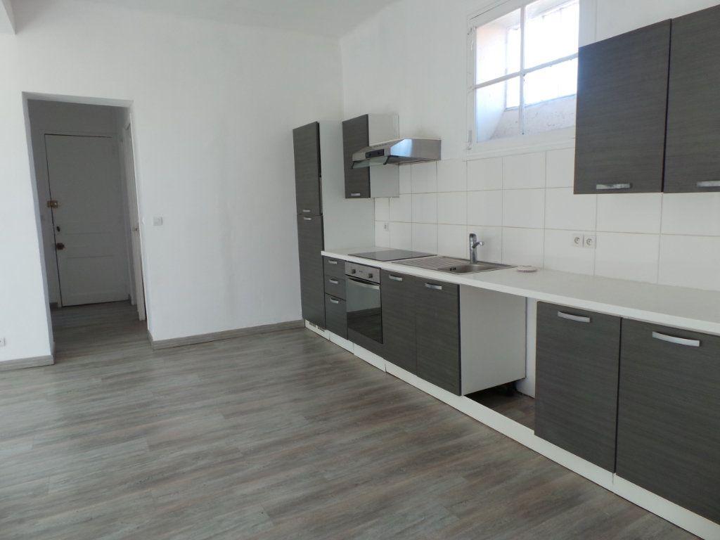 Appartement à louer 3 67m2 à Toulon vignette-2