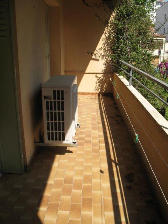 Appartement à louer 3 55m2 à Toulon vignette-3