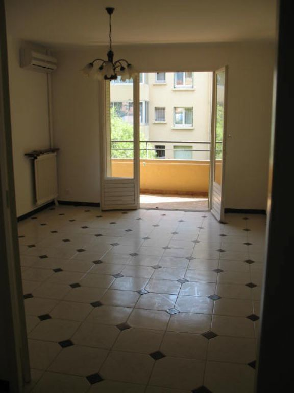Appartement à louer 3 55m2 à Toulon vignette-4