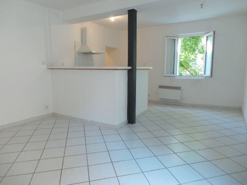 Appartement à louer 1 33.86m2 à Le Revest-les-Eaux vignette-1