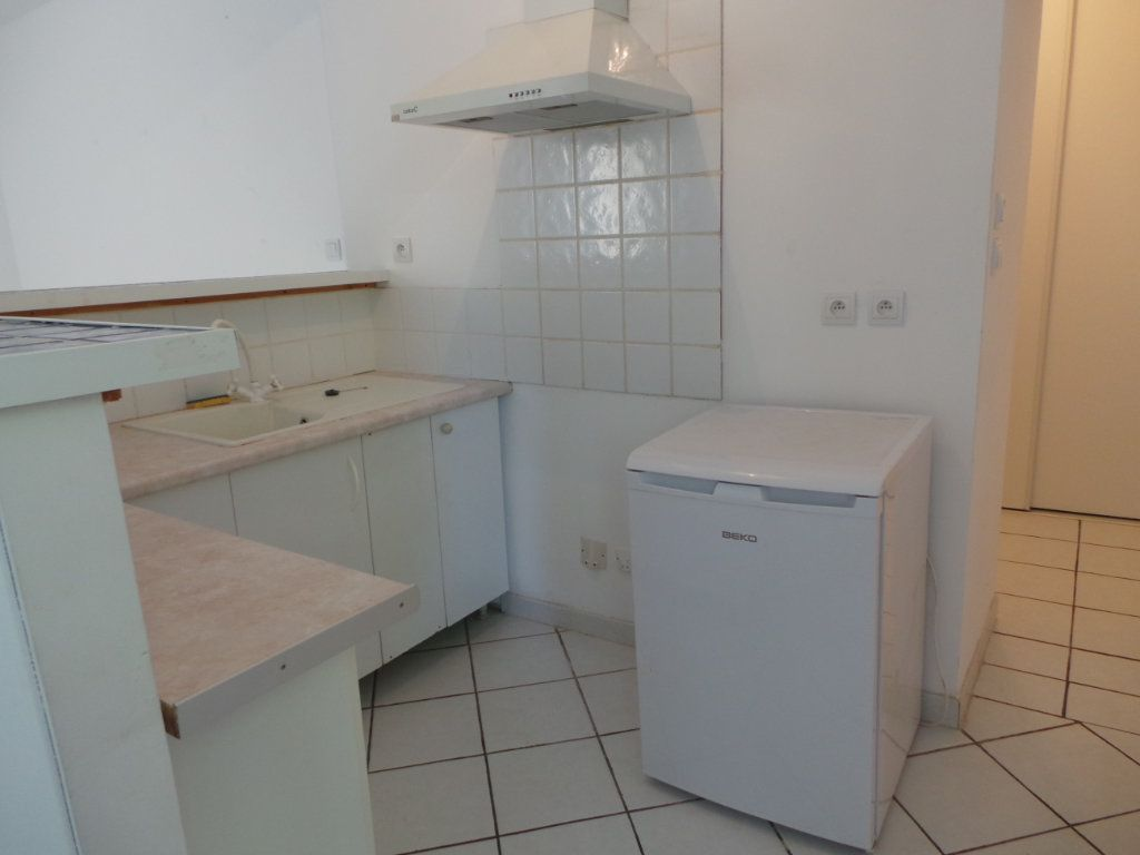 Appartement à louer 1 33.86m2 à Le Revest-les-Eaux vignette-4