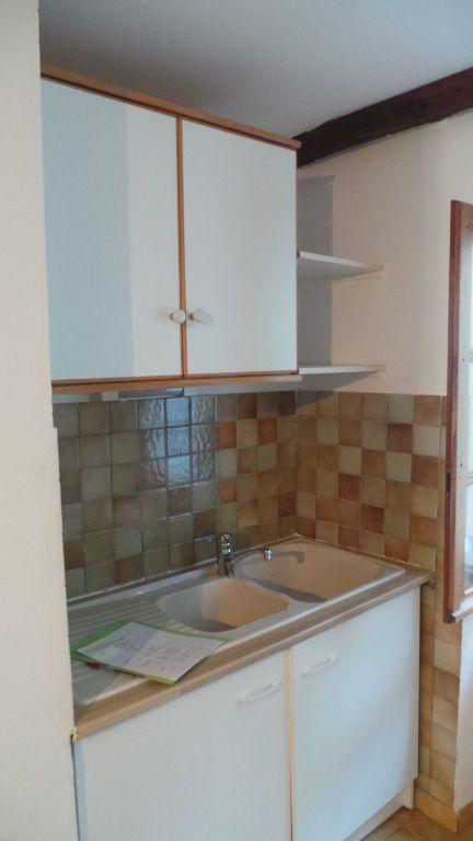 Appartement à louer 1 26m2 à Le Revest-les-Eaux vignette-2
