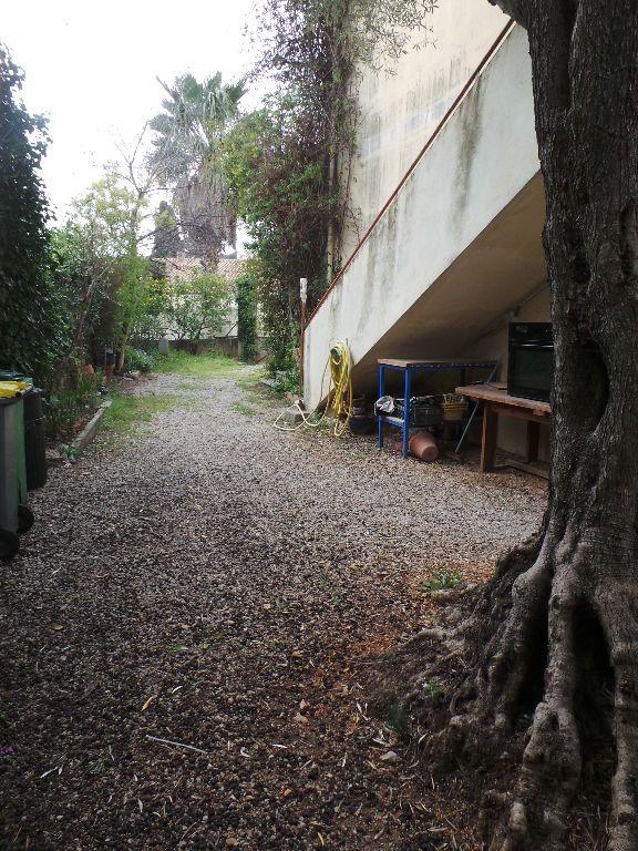 Appartement à louer 4 69.75m2 à Toulon vignette-2