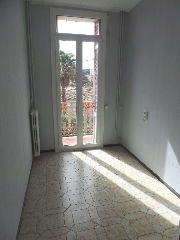 Appartement à louer 4 69.75m2 à Toulon vignette-4