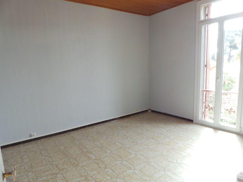 Appartement à louer 4 69.75m2 à Toulon vignette-6