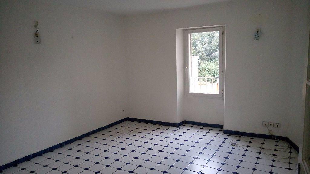 Appartement à louer 3 59m2 à Toulon vignette-3