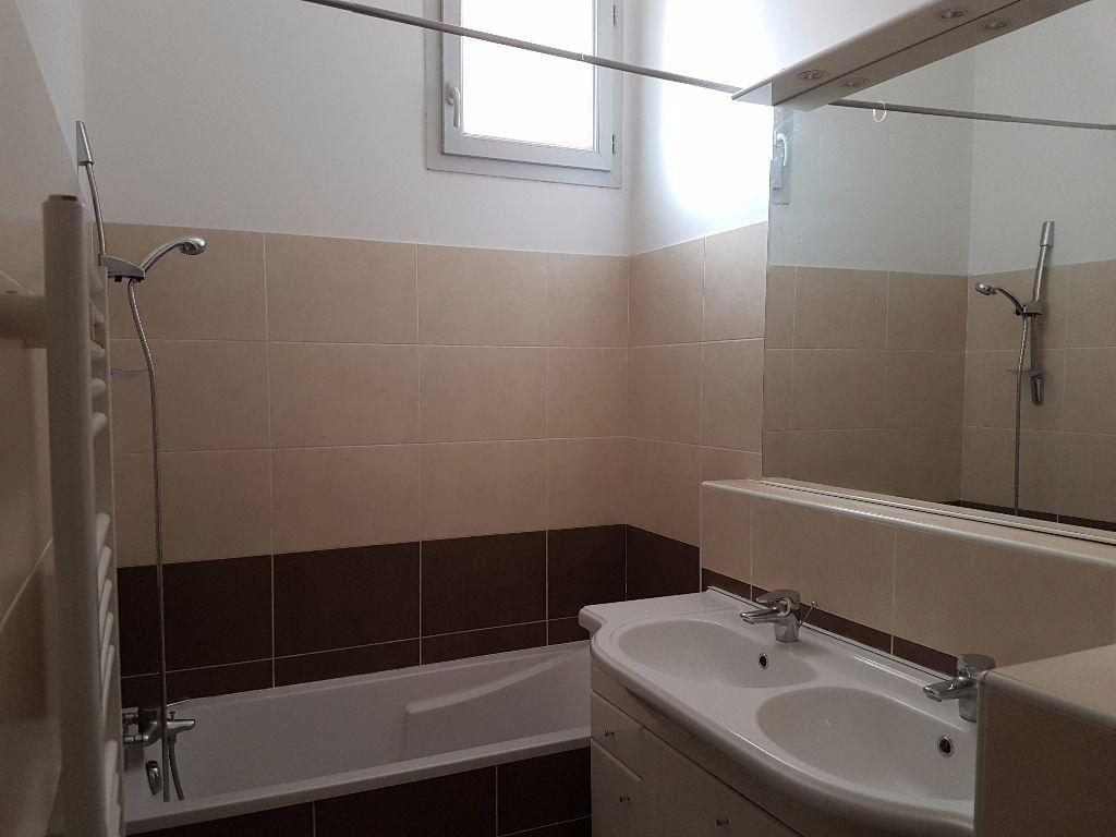 Appartement à louer 4 86.97m2 à Toulon vignette-3