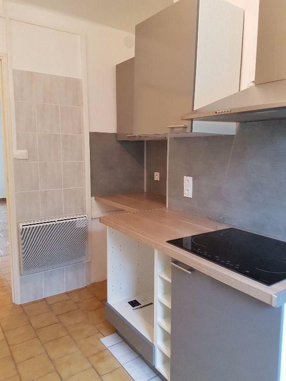 Appartement à louer 3 53.88m2 à Toulon vignette-3