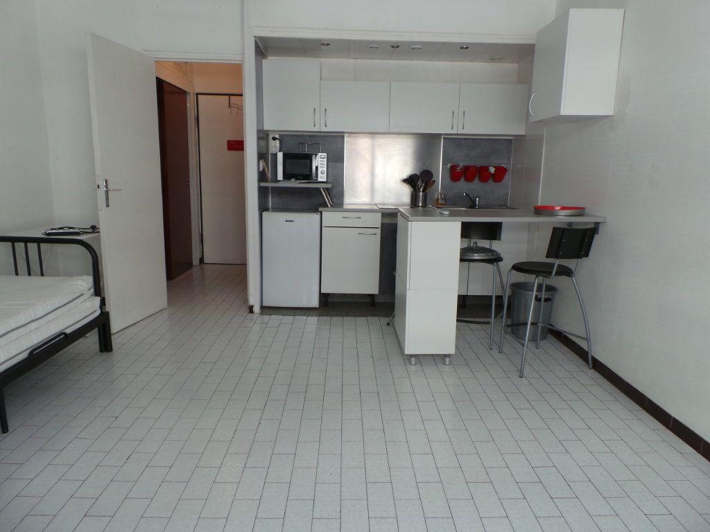 Appartement à louer 1 23.19m2 à Toulon vignette-1