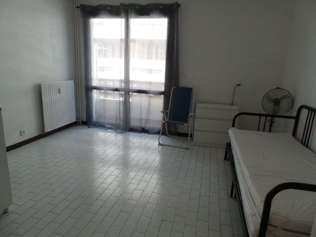 Appartement à louer 1 23.19m2 à Toulon vignette-3