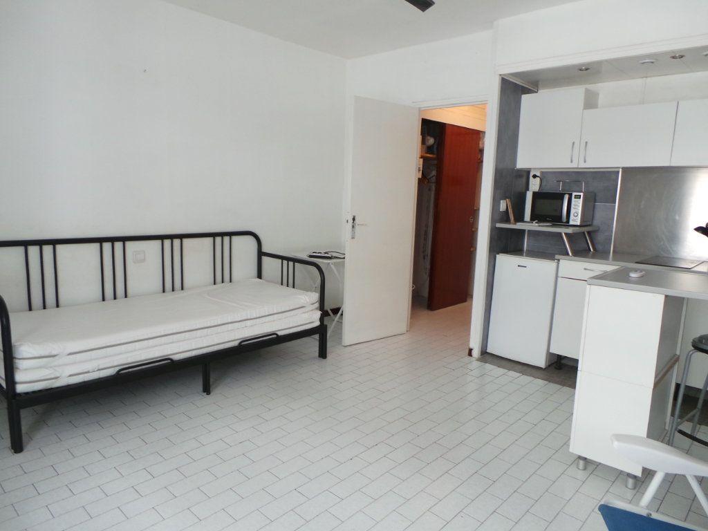 Appartement à louer 1 23.19m2 à Toulon vignette-4