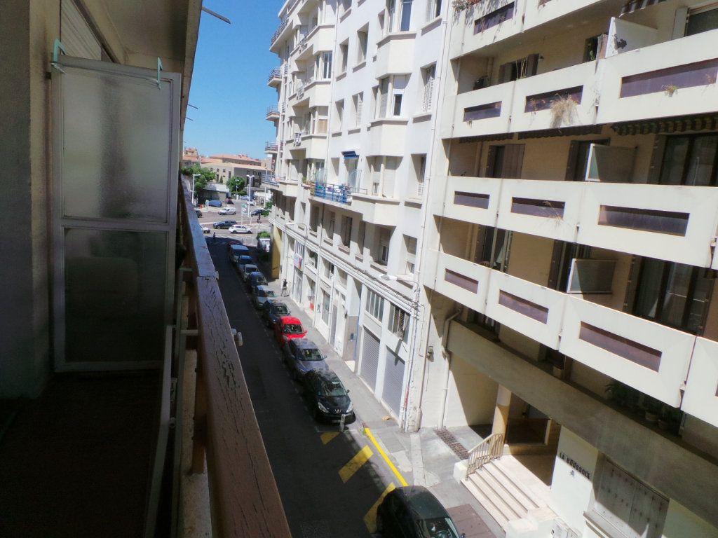 Appartement à louer 1 23.19m2 à Toulon vignette-6