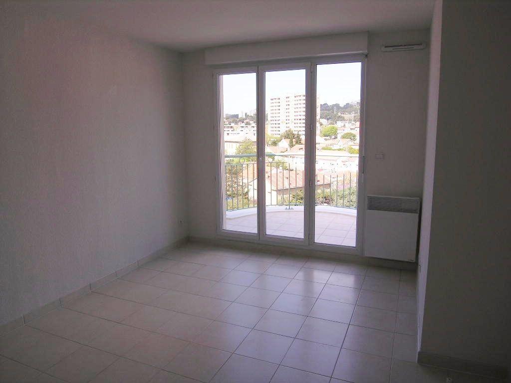 Appartement à louer 2 30.58m2 à Toulon vignette-1