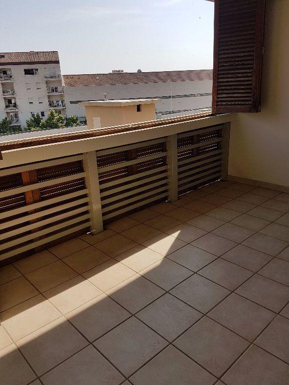 Appartement à louer 3 68.03m2 à Toulon vignette-1
