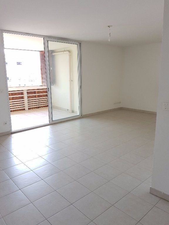 Appartement à louer 3 68.03m2 à Toulon vignette-2