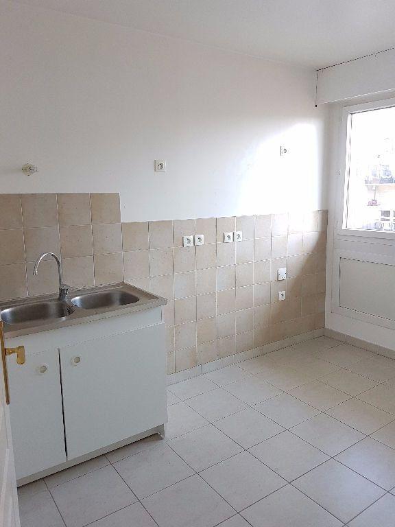 Appartement à louer 3 68.03m2 à Toulon vignette-3