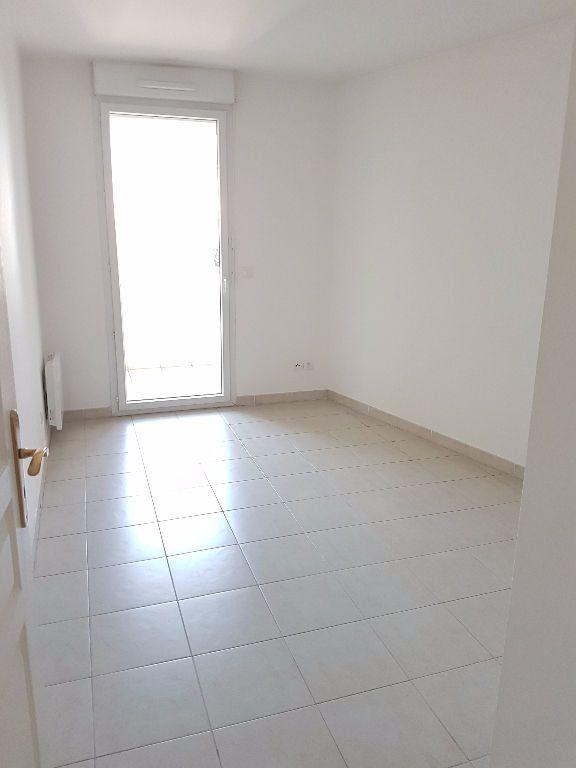 Appartement à louer 3 68.03m2 à Toulon vignette-5