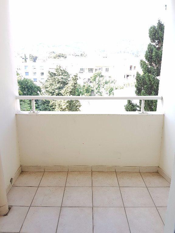 Appartement à louer 3 68.03m2 à Toulon vignette-6