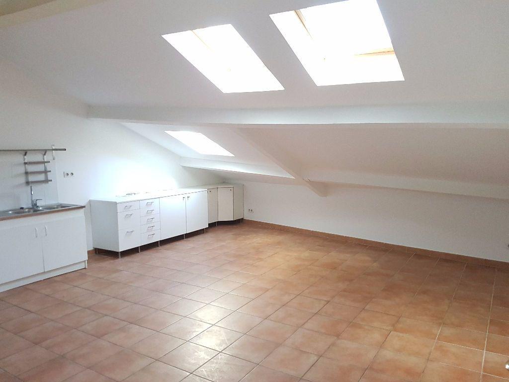 Appartement à louer 3 57.82m2 à Toulon vignette-1