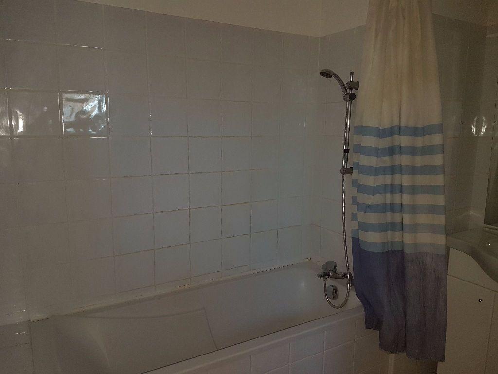 Appartement à louer 3 57.82m2 à Toulon vignette-4