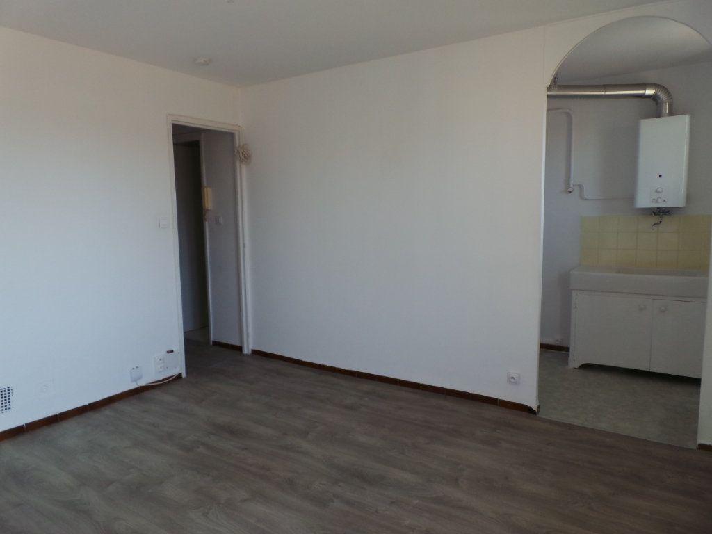 Appartement à louer 2 38.8m2 à Toulon vignette-2