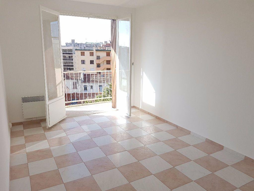 Appartement à louer 2 38.8m2 à Toulon vignette-3