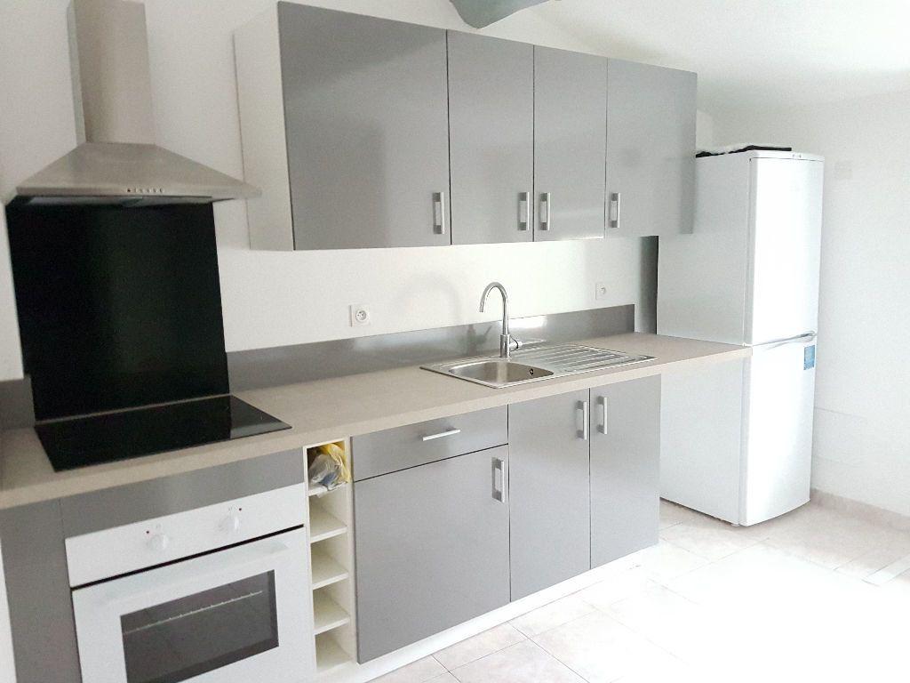 Appartement à louer 2 36.05m2 à Le Revest-les-Eaux vignette-1