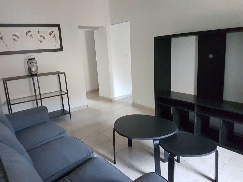 Appartement à louer 2 36.05m2 à Le Revest-les-Eaux vignette-2