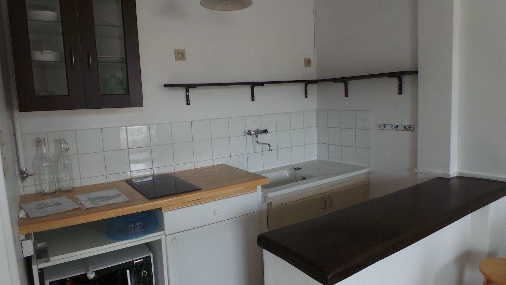 Appartement à louer 1 26.45m2 à Toulon vignette-3
