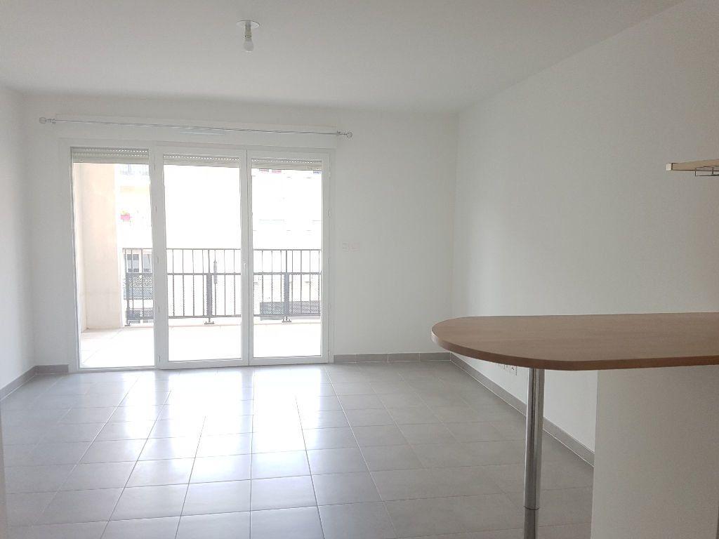 Appartement à louer 2 41.01m2 à Toulon vignette-1