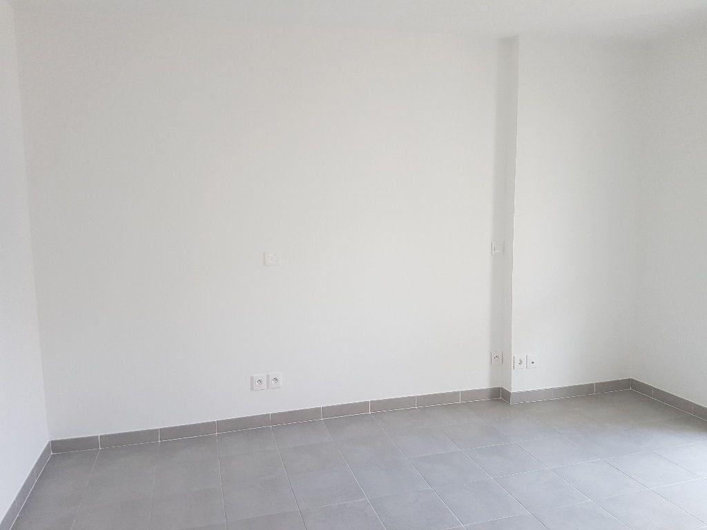 Appartement à louer 2 41.01m2 à Toulon vignette-4
