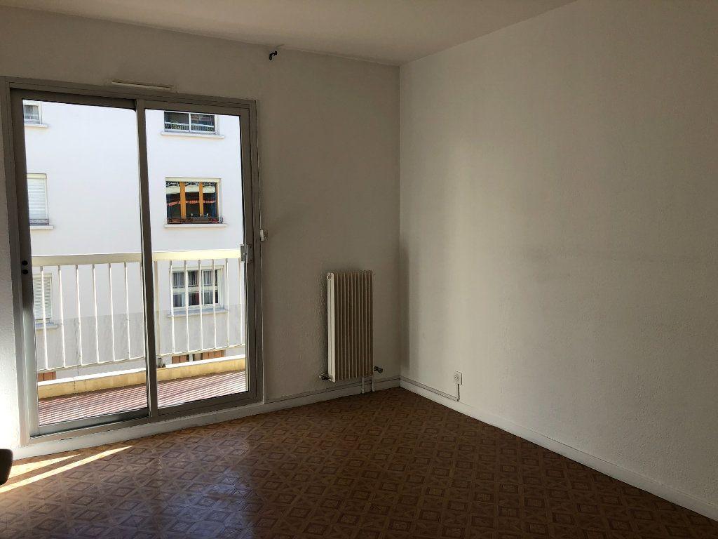 Appartement à louer 2 45m2 à Toulon vignette-3