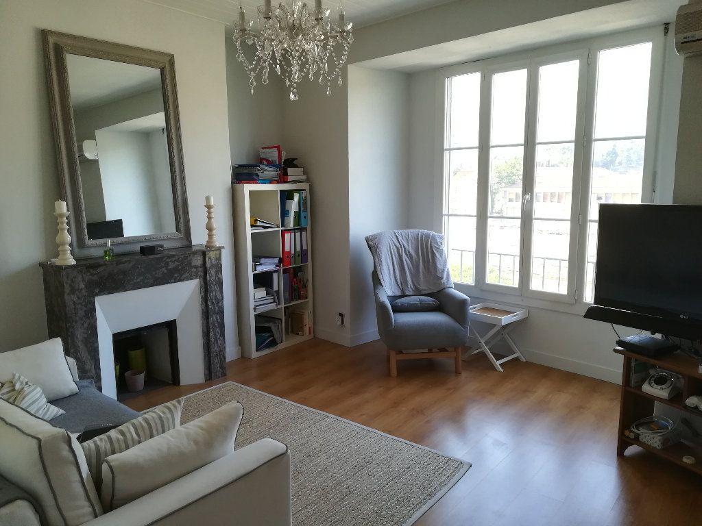 Appartement à louer 3 62.11m2 à Toulon vignette-1