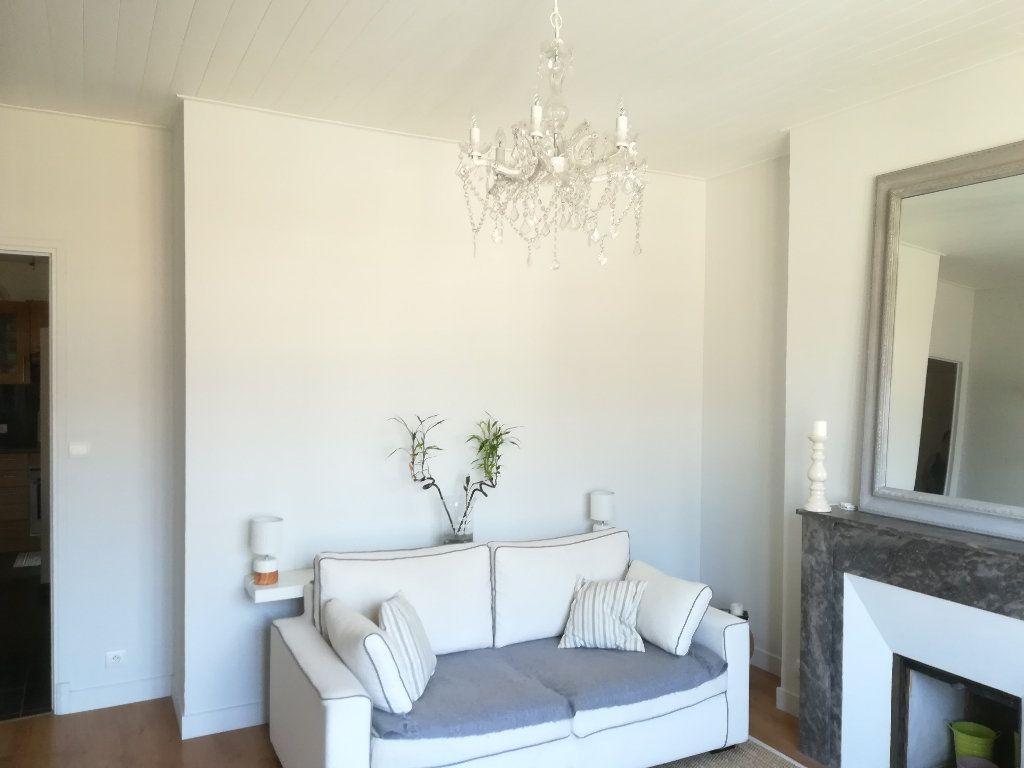 Appartement à louer 3 62.11m2 à Toulon vignette-2