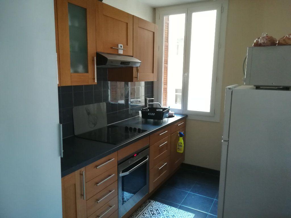 Appartement à louer 3 62.11m2 à Toulon vignette-3