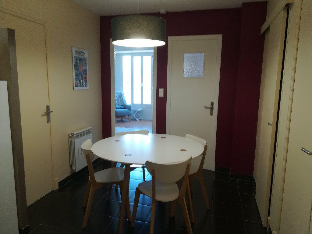 Appartement à louer 3 62.11m2 à Toulon vignette-4