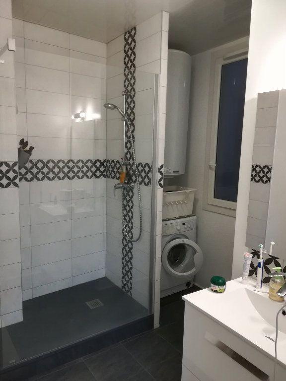 Appartement à louer 3 62.11m2 à Toulon vignette-6