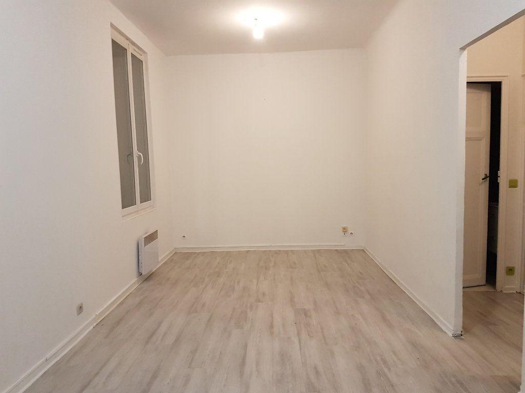 Appartement à louer 2 43.01m2 à Toulon vignette-1