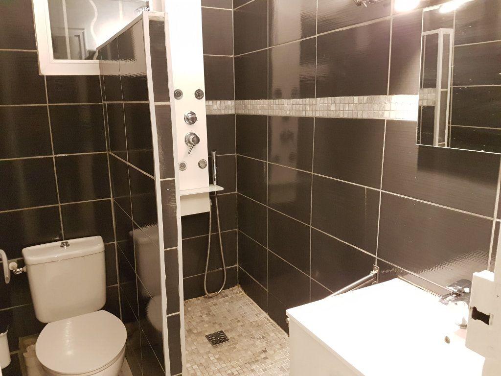 Appartement à louer 2 43.01m2 à Toulon vignette-3