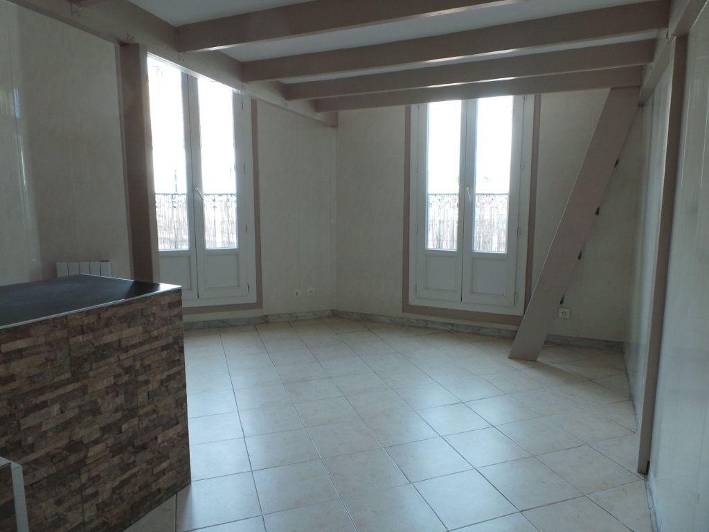 Appartement à louer 2 36.6m2 à Toulon vignette-2