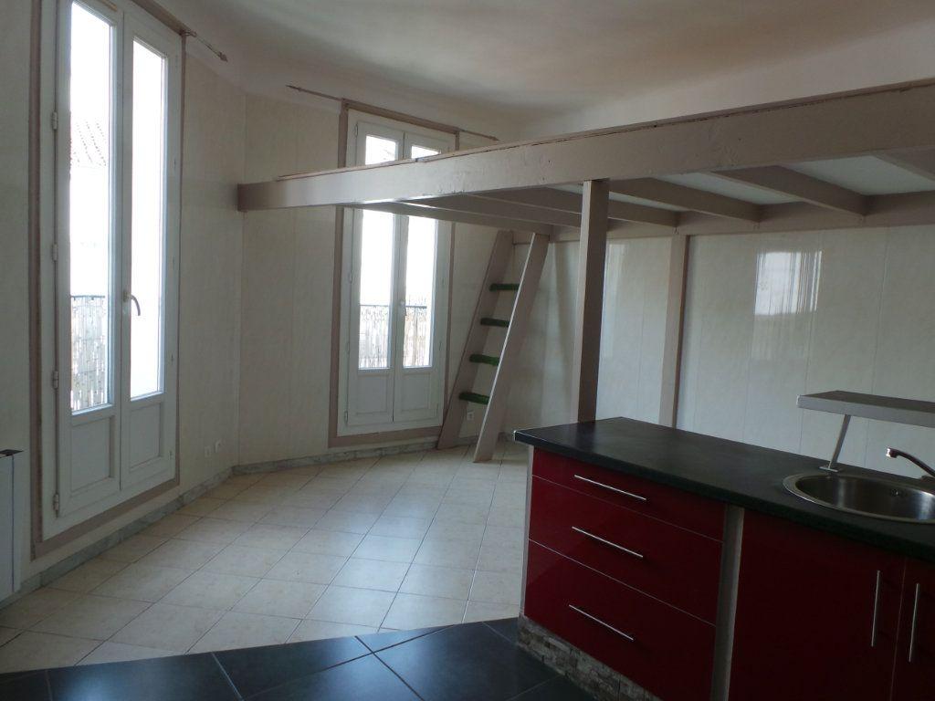 Appartement à louer 2 36.6m2 à Toulon vignette-3