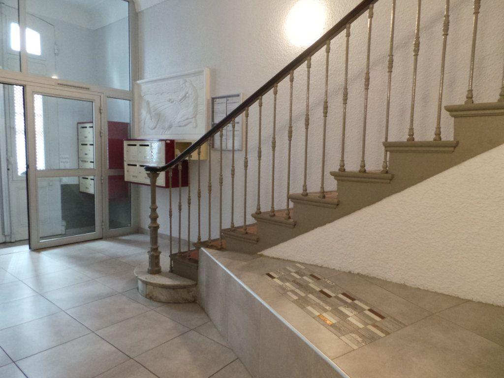 Appartement à louer 2 36.6m2 à Toulon vignette-8