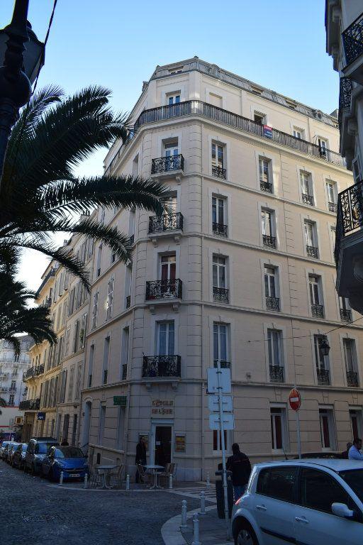 Appartement à louer 2 36.6m2 à Toulon vignette-9