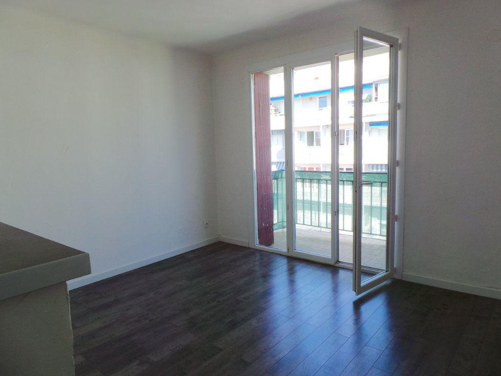 Appartement à louer 3 53.95m2 à Toulon vignette-1