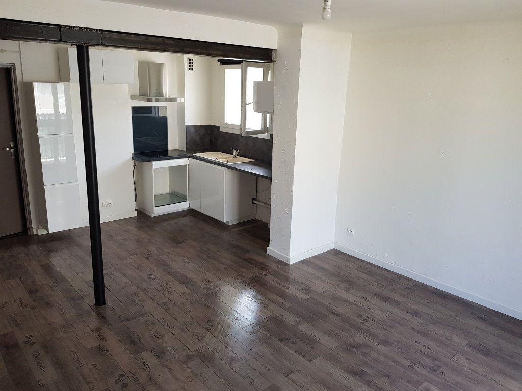 Appartement à louer 3 53.95m2 à Toulon vignette-2
