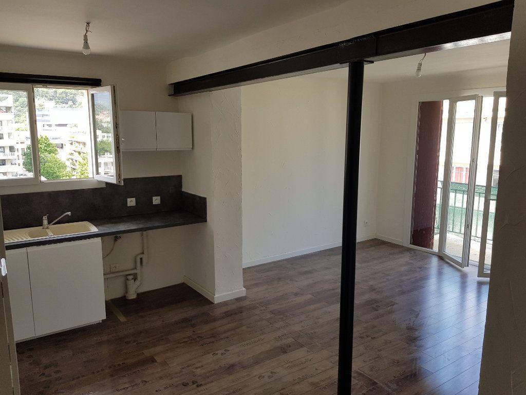 Appartement à louer 3 53.95m2 à Toulon vignette-3