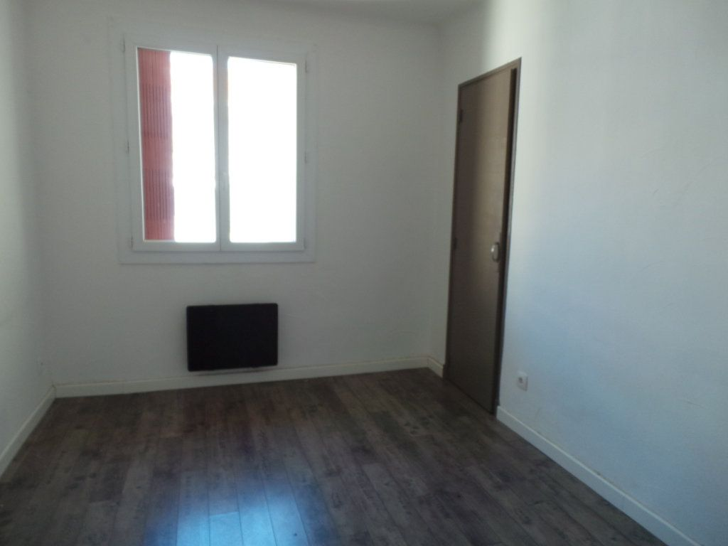 Appartement à louer 3 53.95m2 à Toulon vignette-4